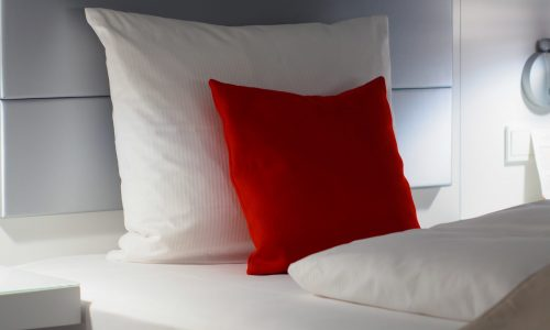 red-and-white-bed-pillows-776120